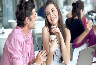 7 Hal yang Sering Dilakukan Wanita, Tapi Disukai Pria