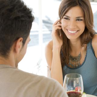 Agar Cewek Terkesan, 6 Benda Ini Wajib Dibawa Saat Kencan Pertama