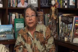 NH Dini Sastrawan Indonesia yang Luar Biasa