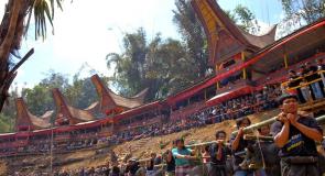 Ritual Pemakaman Unik di Indonesia