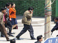 7. Turis disediakan ponsel khusus