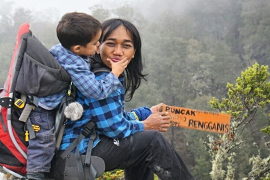 Nyoman Sakyarsih dan Max, Pasangan Ibu dan Anak yang Gemar Mendaki Gunung