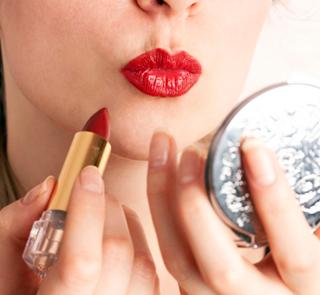 Mengenal Karakter dan Kepribadian Wanita dari Lipstik yang Dikenakan
