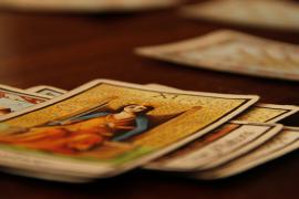 Mengenal Asal Kartu Tarot dan Makna Dibaliknya