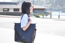 Meramal Kepribadian Wanita Berdasarkan Caranya Membawa Tas